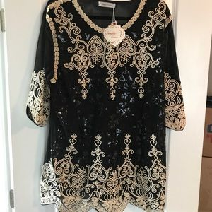 NWT Simply Couture Black and Gold Top